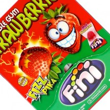 BUBBLE GUM STRAWBERRIES FIZZ PIKA RIPIENA Pz 200 x 5g Fini