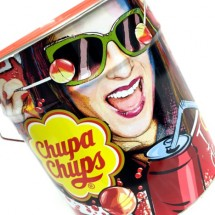 CHUPA CHUPS DISPLAY IN LATTA GUSTO COLA Pz 150 x 12g Chupa Chups in vendita all'ingrosso
