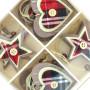 BOX SET PZ 8 DECORAZIONI APPENDIBILI IN LEGNO CUORE E STELLA TESSUTO SCOZZESE in vendita all'ingrosso